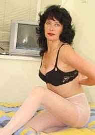 Mature single lady needs a man for discrete fun